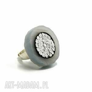 kolekcja light surprise   pierścionek z dużym oczkiem nowoczesna biżuteria