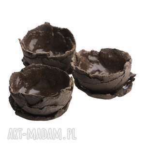 trzy doniczki ceramiczne do kaktusów lub sukulentów, doniczki, rośliny, kaktusy