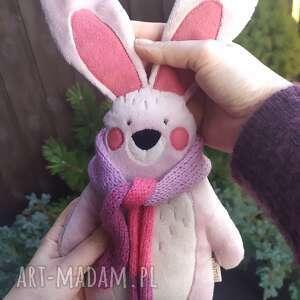 Zając z szalikiem - leśna przytulanka minky zabawki bamsi zając