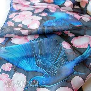 handmade chustki i apaszki jedwabny szal ręcznie malowany niebieskie ptaki