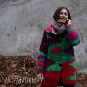 czerwony wełniany sweter w zielone trójkąty, sweter, folk, geometryczne wzory