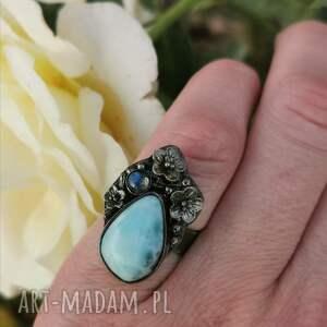 srebrny pierścionek z larimarem a768, błękitny pierścionek, motyw roślinny