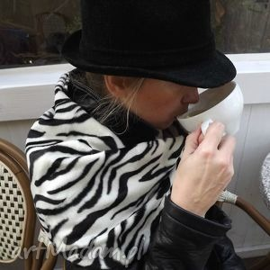 szal z futra zebra, futro, czarny shawl, fur