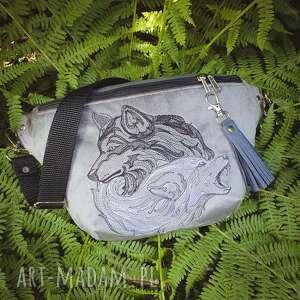 zapętlona nitka nerka xxl nieokiełznane wilki - saszetka torebka z haftem