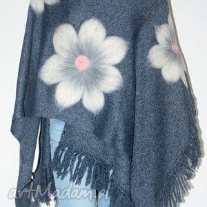 poncho ponczo z frędzlami wełną zdobione, kwiaty, wełna, filcowanie, urodziny, pióra