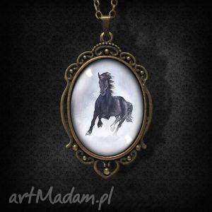 medalion, naszyjnik - czarny koń antyczny brąz, naszyjnik, koń, koniem