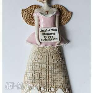 aniołek z tabliczką dniem narodzin, ceramika, anioł, dedykacja