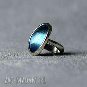 owalny pierścionek ze srebra i tytanu, niebieski elegancki pierścionek, stylowy