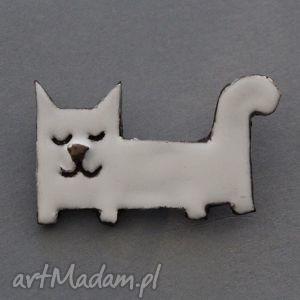 leniuszek-broszka ceramiczna, minimalizm, prezent, kociara, biały, kot