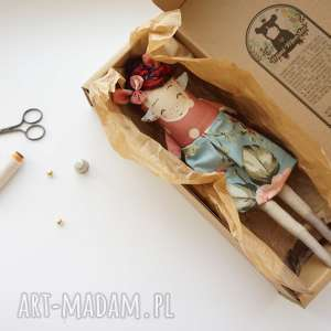 pomysły na prezenty pod choinkę Monsterówna Camelia - lalka z tkanin handmade