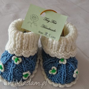 ręczne wykonanie buciki niemowlęce w delikatne kwiatuszki
