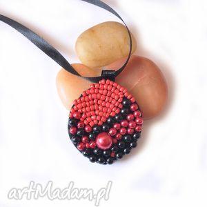 wisiorek koralikowy, wisiorek, haft, wyszywany, biżuteria, świąteczny