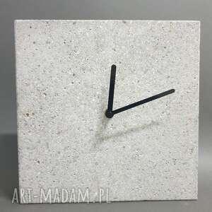 Zegar z betonu stojący kwadro zegary teslatimestudio betonowy