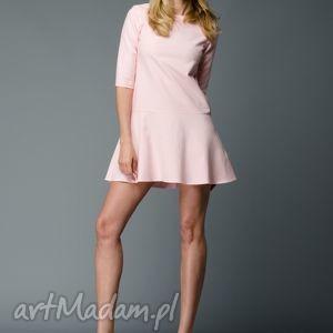 DOROTHE! Sukienka z falbanką w kolorze pastelowego