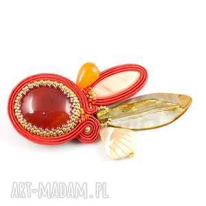 Prezent Pomarańczowa broszka sutaszowa do szala, biżuteria w kolorze terakoty