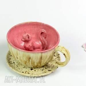 hand-made ceramika filiżanka z kotem - malinowy nakrapiany krem-rękodzieło 250