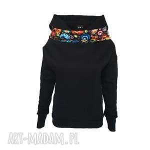 Czarna folkowa bluza z kominem i kapturem, czarna-bluza, folkowa-bluza, wzór-łowicki