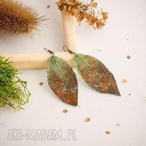 kolczyki w formie liście z efektem rdzy