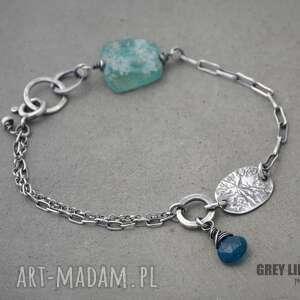 Niebieskie szkło antyczne z apatytem, srebro, apatyt, szkło, antyczne, zafganistanu