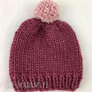 rĘcznie robiona czapka z pomponem ciemy rÓŻ pudrowy hand made - czapka, czapki