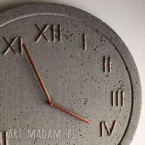 Zegar ścienny betonowy handmade z betonu szary miedziany modny