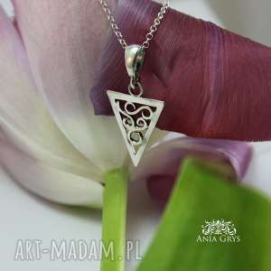 święta, geometryczne piękno, wisiorek, trójkąt, srebrny, ażurowy, gwiazdoo