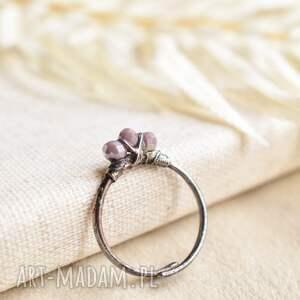 pracownia miedzi mroźna lawenda - pierścionek ze szklanymi kryształkami