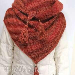 handmade chustki i apaszki trójkątna chusta w odcieniach czerwieni