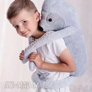 Przytulanka dziecięca leniwiec maskotki ateliermalegodesignu