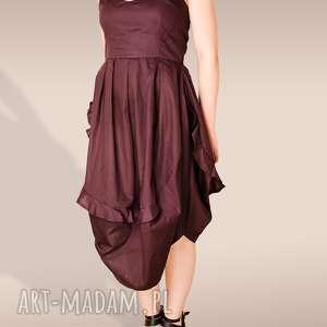 bordowa sukienka z bawełny, falbanka, dekolt, wydekoltowana, talia, wcięta, zakładki