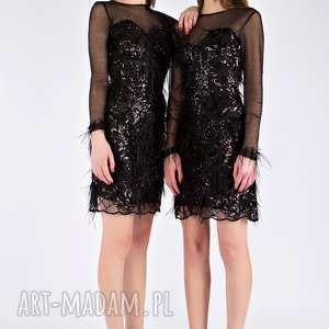 sukienki kimiko - czarna sukienka ze strusimi piórami i ręcznie naszywanymi