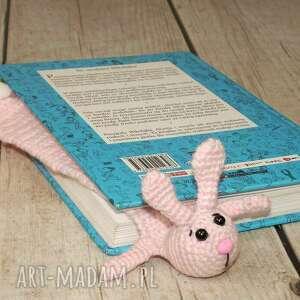 handmade na święta upominki zaczytany królik - zakładka