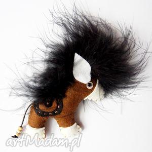Konik - broszka z filcu, filc, koń, kucyk, pony, pióra,