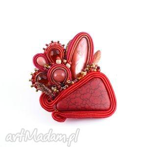 czerwona sutaszowa broszka z howlitem - broszka, przypinka, sutasz, soutache