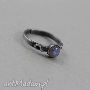 handmade pierścionki labradoryt i srebro - delikatny pierścionek