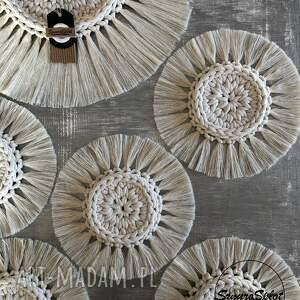 komplet sześciu szydełkowych podkładek ze sznurka bawełnianego w stylu boho