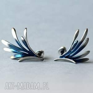 srebrne kolczyki wkrętki niebieskie skrzydła