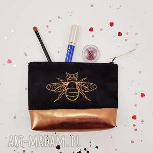 kosmetyczka pszczoła - ,kosmetyczka,czarna,haft,pszczoła,złoto,kwiaty,