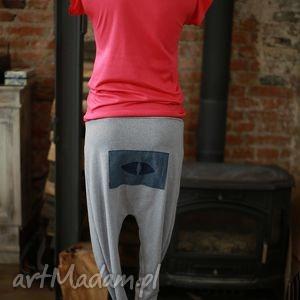 prezent na święta, look at me-spodnie, dresowe, sportowe, wąskie, motyw