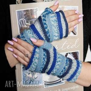 ręcznie robione rękawiczki mitenki gąsienniczki w tonacji niebieskiej
