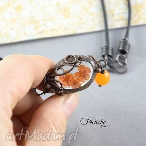 handmade naszyjniki orange - naszyjnik z prawdziwymi kwiatkami