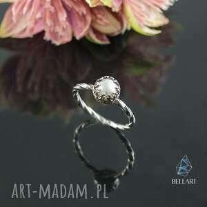 srebrny pierścionek retro z perłą w koronce, perłą, koronka