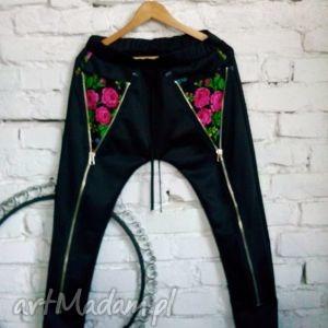 spodnie dresy folk design aneta larysa knap, folk, góralskie, dresowe