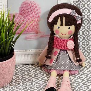 Prezent MALOWANA LALA MAGDALENA Z WEŁNIANYM SZALIKIEM, lalka, zabawka, przytulanka