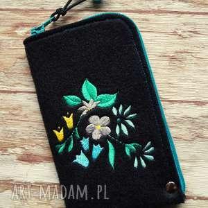 Prezent Filcowe etui na telefon - kwiaty, smartfon, pokrowiec, kwiatki, haft, prezent