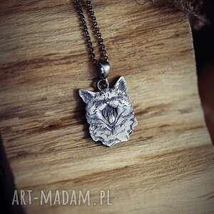 wisiorki wisior ziewający kotek ze srebra próby 925, biżuteria z kotem