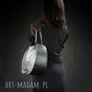 torebki torebka torba ręcznie robiona czarna basia z srebrnym łańcuchem dostępna