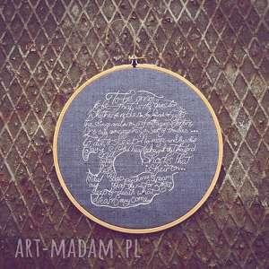 obrazek haftowany czaszunia 2 - ,obrazekhaft,haftowany,czaszka,napis,dekoracja,ścienna,