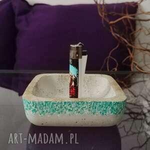 hand made dekoracje kwadratowa popielniczka z betonu, turkusowa, betonowy półmisek