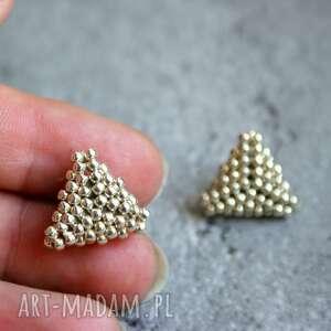 Srebrne trójkąty, sztyfty, kolczyki, beading, stal, toho